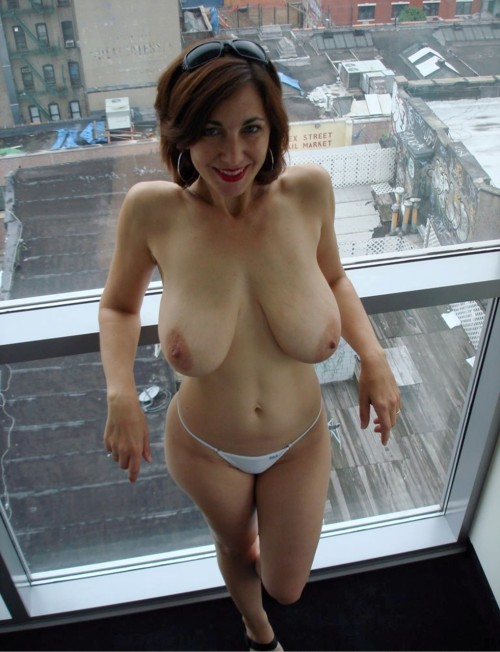 sexyamateurmilfs:  Mature & Amateur Wives get Naked !  http://sexyamateurmilfs.tumblr.com/