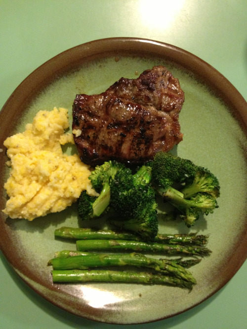 Steak, grits, asparagus, broccoli.