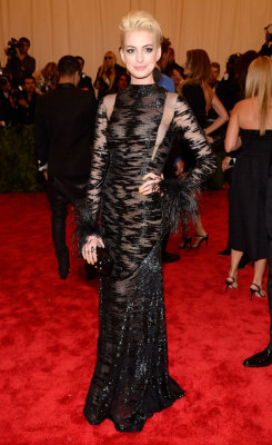 labellefabuleuse:  Anne Hathaway in vintage Valentino at The Met Gala, 2013