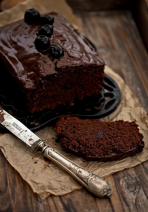 chocolateguru:  Chocolate Cake with Cherries