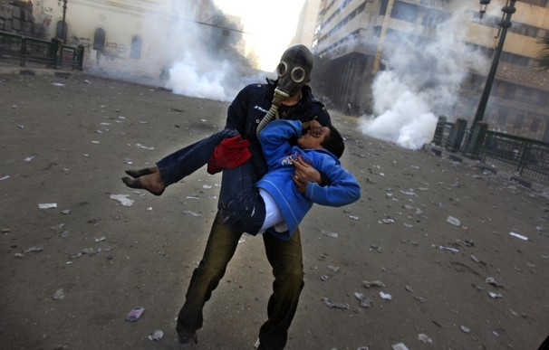 Egyptian protests. A powerful image from photographer Khalil Hamra of the current protests in Egypt.  *After taking a second look at this image, it looks to me like there is some pretty heavy halos around the man and boy. It looks as if there was some pretty heavy burning or dodging happening here in Photoshop. It doesn't seem to change the content but it does look as if it has been manipulated. Thoughts?? Here are some links to guidelines for photojournalistm ethics. -NPPA code of ethics -Black Star photojournalism ethics ebook -Blog post from the Press Democrat Caption: Jan. 25, 2013  An Egyptian protester evacuates an injured boy during clashes near Tahrir Square in Cairo. Two years after Egypt's revolution began, the country's schism was on display as the mainly liberal and secular opposition held rallies, saying the goals of the pro-democracy uprising have not been met and denouncing Islamist President Mohamed Morsi.  Khalil Hamra / AP