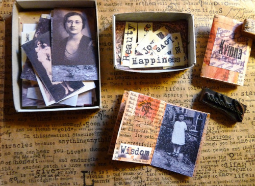 Making Kvinna mini books by LaWendula on Flickr.