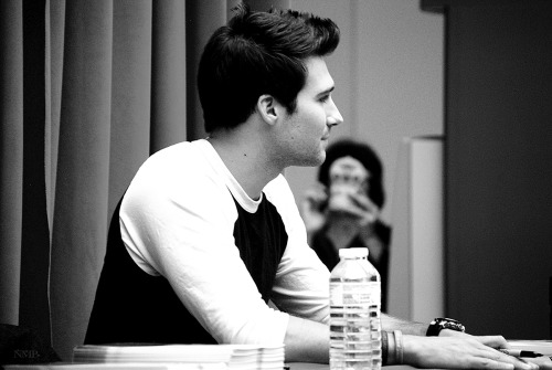 nolitasfairytale:   Shot #9 James Maslow Signing (May 19th 2013)