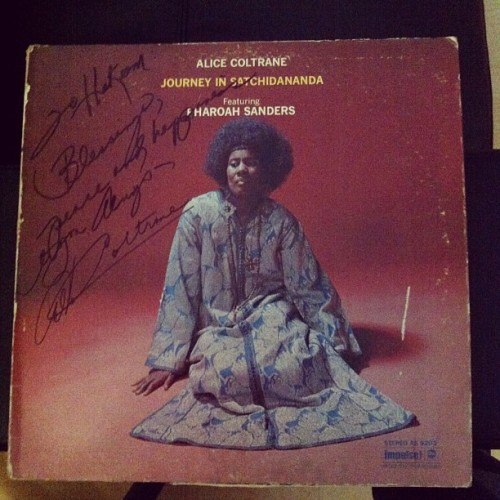 Alice Coltrane signed to me (Hakeem). #tbt #flyinglotus #jazz #vinyl #apdta #radiobums #captainmurphy @nation19