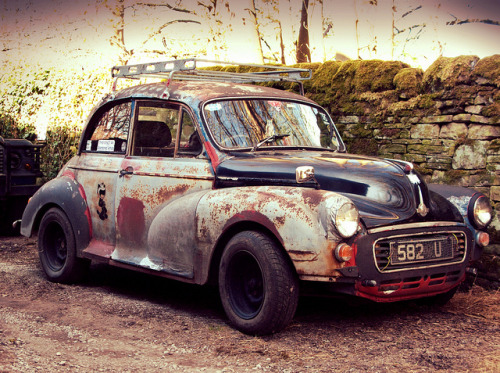 handa:  NOT an abandoned Morris Minor 1000 by davekpcv on Flickr.