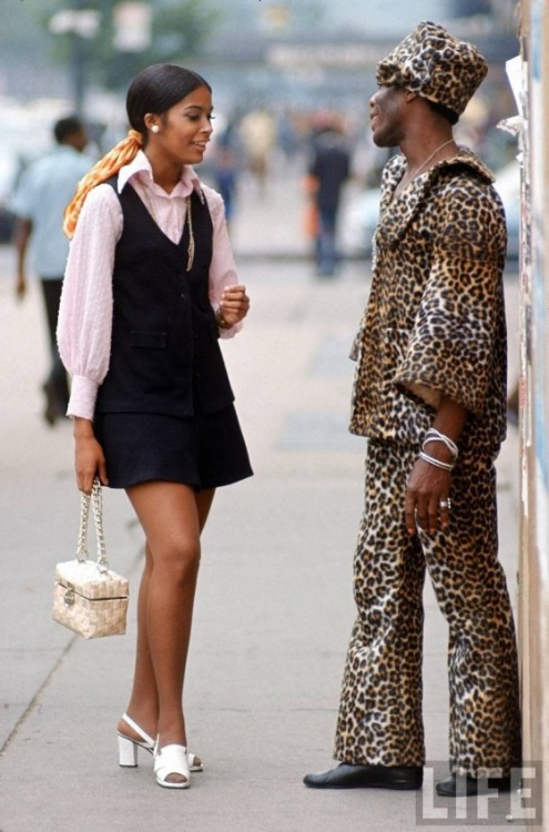 vintagevirgin:  yagazieemezi:  Streets of New York, 1960's  Real recognizing real!