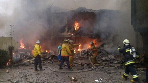 annesewell:  Plane crashes into residential buildings in Venezuela, 2 dead On Sunday morning, a small plane crashed into a residential building in Valencia, capital of Carabobo state in Venezuela. The pilot and co-pilot died in the crash.Read more: http://www.digitaljournal.com/article/349576