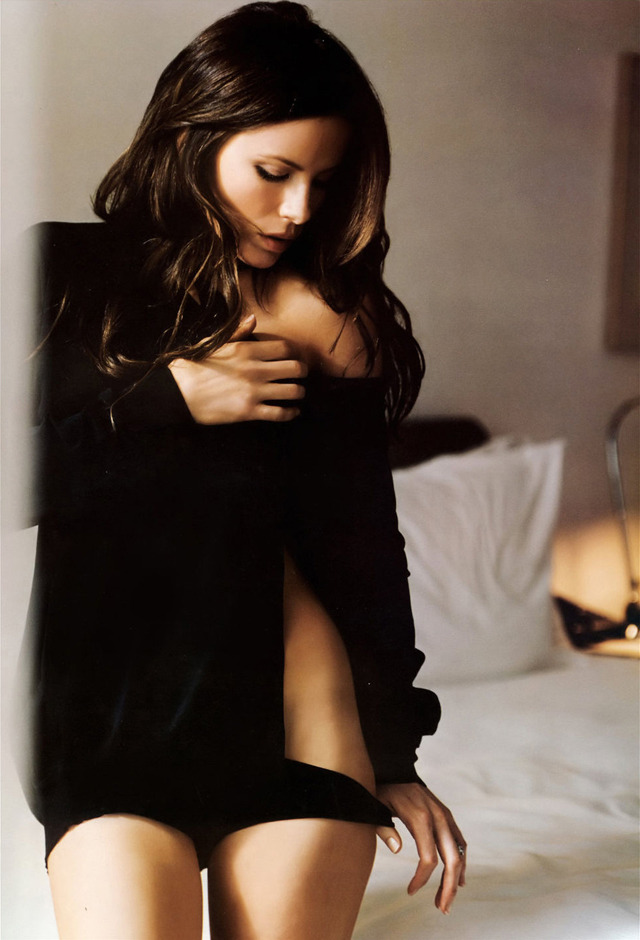 prettygirlsandbourbon:  (via The 20 Hottest Photos of Kate Beckinsale | HEAVY)