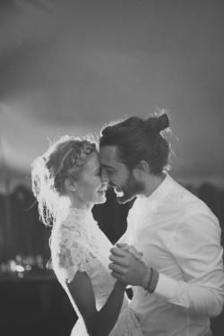 (via Ryder Evans Photography / Wedding Style Inspiration / LANE)