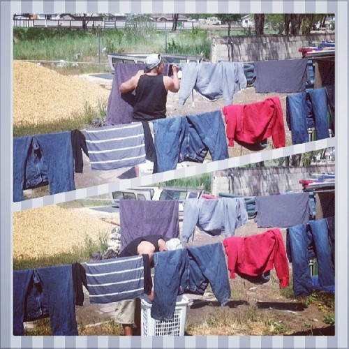 My hardworking brother lol. #hardworker #Miguel #laundry #fuckit #caliboy #single #independent