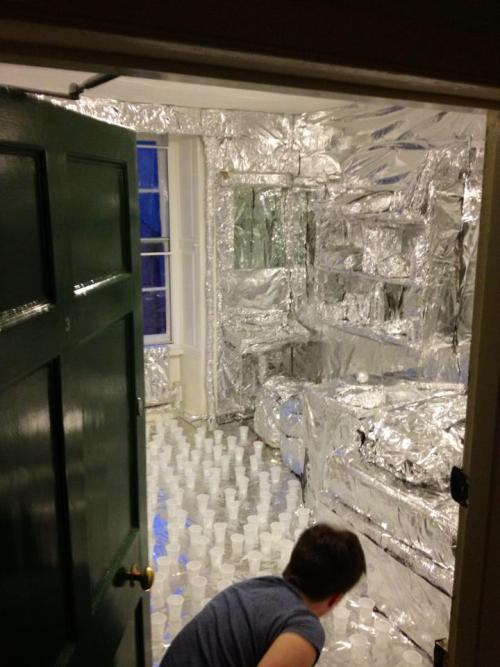 happeninqs:  Never leave your dorm room unlocked.