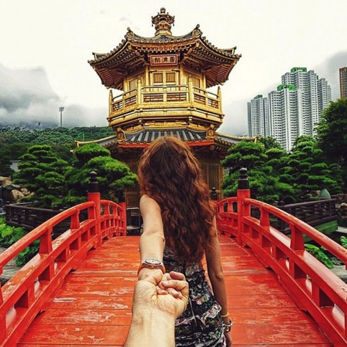 Photographer's girlfriend leads him around the world.   This is sooo dope