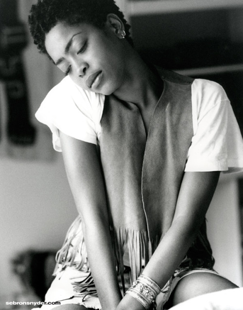 prettipetite:  misterand:  Erykah Badu  Erykah? Is that you? Hey, girl! ; )
