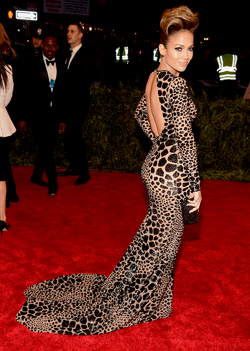 theballadofdevon:  afewchainz:  feliciashanay:  lexzilla:  J LO DID THAT!!!!!!!!!!  nvm this is a fav also  looooveee.  Here for it. THIS hair I can get with.