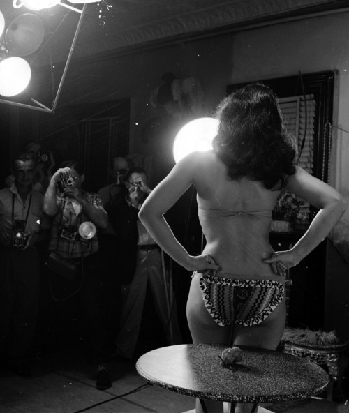 "Man, this photo rules! Bettie Page by Arthur Fellig ""weegie"""