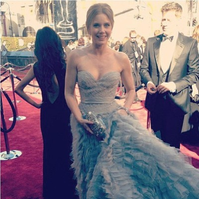 #AmyAdams arrives at the #Oscars after being pampered with a @jennahipp #HIPPxRGB #nailsheers highlighted #mani #pedi #redcarpet @rgbcosmetics