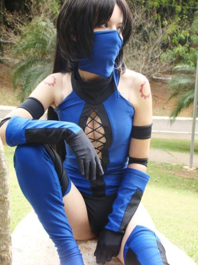 cosplaygirl:  Kitana - Mortal Kombat cosplay by ~MishiroMirage on deviantART