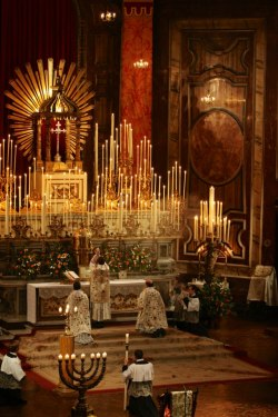 signorcasaubon:   Forty Hours' Devotion at the London Oratory (Brompton Oratory) New Liturgical Movement