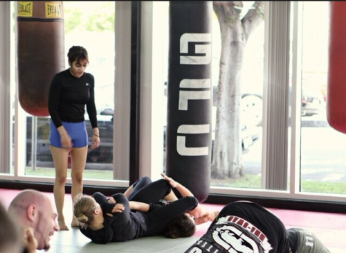 Learning them armbars from the Queen hahaha. My posture looks so shitty omg, working on that shit ASAP.