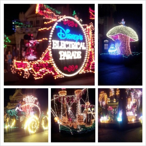 The Electical Parade! The #DisneyWorld pics are almost done lol. #HappiestPlaceOnEarth #MainSt