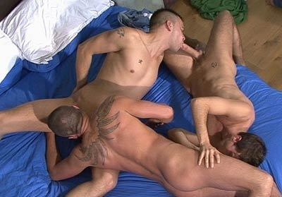 Oral Chain Gay Sex Position