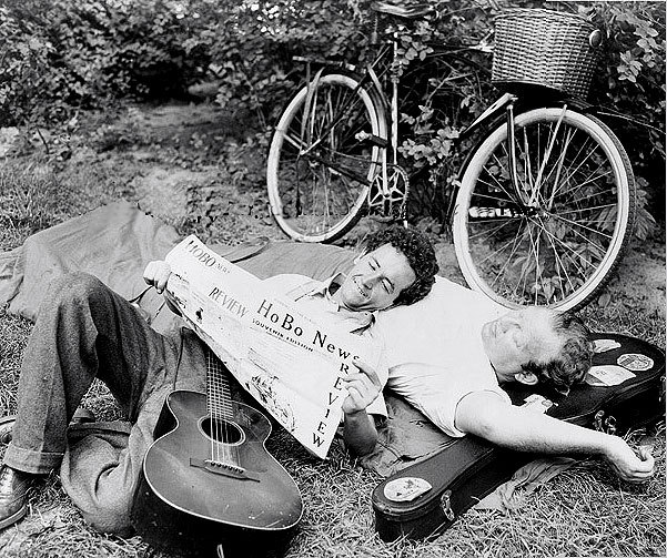 awesomepeoplereading:  Woody Guthrie uses Burl Ives as a pillow while he reads Hobo News.  Burl Ives and Woody Guthrie are my new OTP.