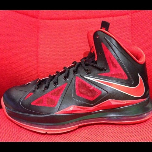 #LBJx #New get fresh @SolesInc #Solesinc #Lebrons #Black and #Red (at Soles Inc)