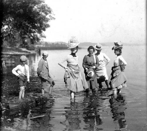 shoplucilles:  wading in the lake
