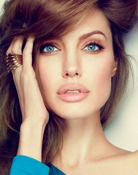 loveyourmakeup:  Angelina Jolie.  Natural makeup at its best.