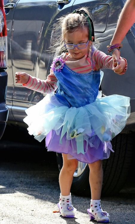 This is cute — Seraphina Affleck went to a costume party this weekend, and it looks like she chose several clashing pieces so as to dress up as Violet.