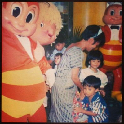 Makiki throwback Thursday ako. Hihi takot sa maskot ng jollibee nung bata