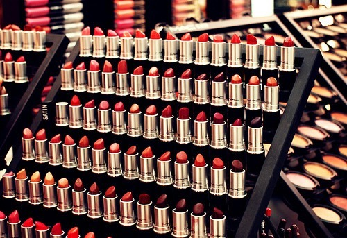 makeup-is-ma-thang:  {|RED LIPS|}