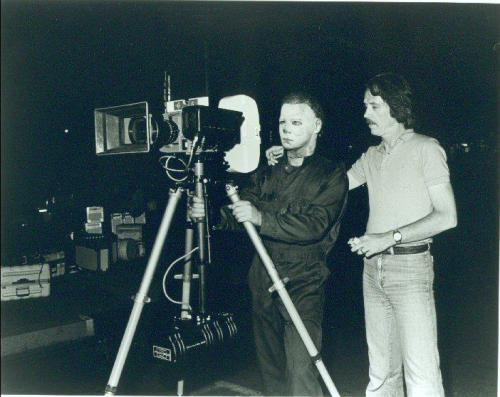 collectemall:  John Carpenter and Michael Myers consider the best angle to capture The Shape's continuing holiday massacre on the set of Halloween II.