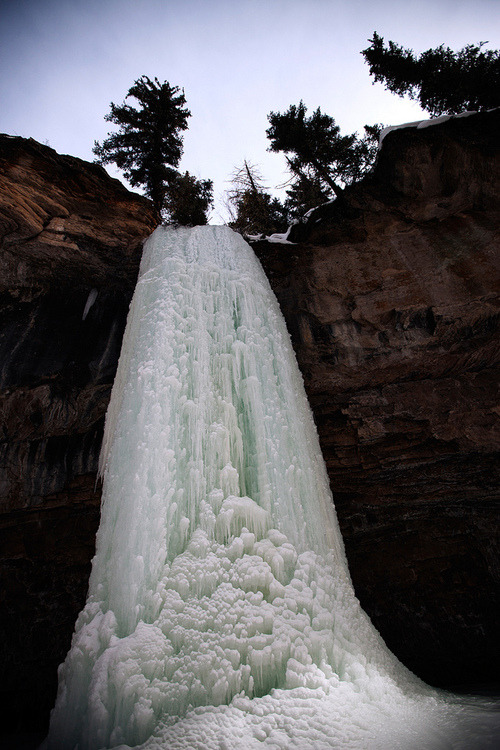 dancingismymotto:   Frozen waterfall