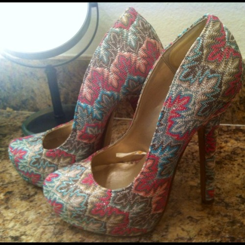 I just added this to my closet on Poshmark: Forever21 multi colored pumps. (http://bit.ly/VcZAXW) #poshmark #fashion #shopping #shopmycloset