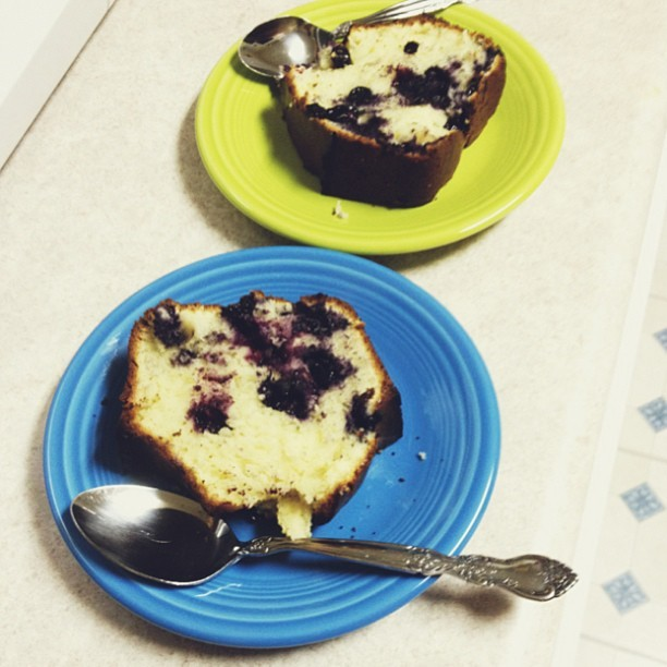 #delicious #blueberry #sourcream #poundcake #home #homemade #baking #blue #green #dishes #fiesta #spoon #powerpuffkay #kitchen #yummy