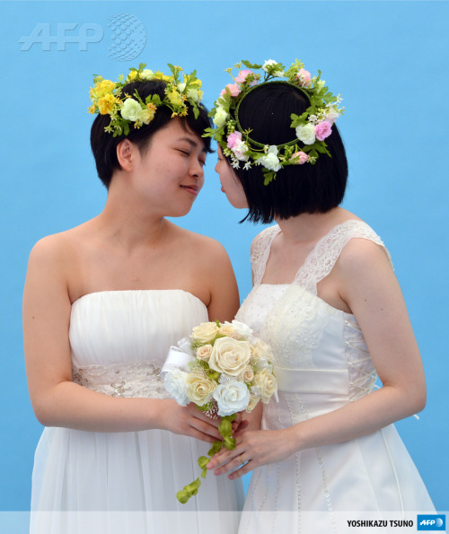 "afp-photo:  JAPAN, Tokyo : A lesbian couple kiss as they pose for photos taken by a wedding photo service company in Tokyo before participating in the ""Tokyo Rainbow Pride"" parade in Tokyo on April 28, 2013. Some 3,000 supporters of the lesbian, gay, bisexual and transgender community (LGBT), many in costume, marched in Tokyo's Harajuku shopping district. AFP PHOTO / Yoshikazu TSUNO"