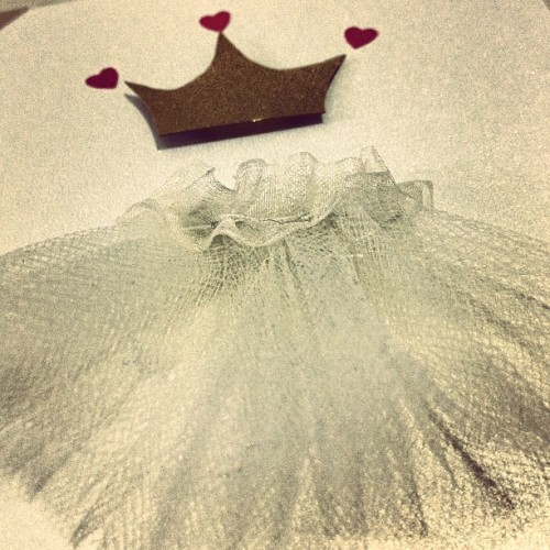 Fit for a #princess! 👑👸 #crown #tulle #diy #card