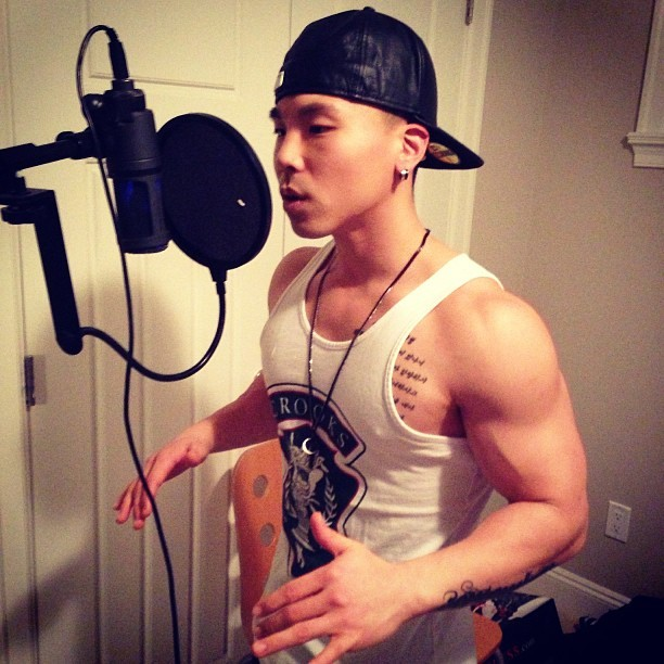 asiandragons:  Serenade Me With A Love Song Please ;3  Buff Asians »> buff guys period »>