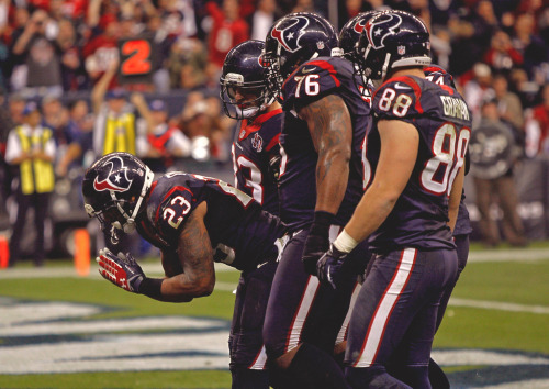 Houston Texans defeat Cincinnati Bengals 19-13. Arian Foster became the first player in NFL history to have 100-yard rushing games in each of his first three playoff games. Tonight, he had 32 carries for 140 yards. (Photo by Bob Levey/Getty Images)