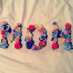 Mothers DIY - Kraft letters, exacto knife, hot glue gun and faux flowers, courtesy of #papersource and #hobbylobby #crafts #diy #mothersday #handmade #gift