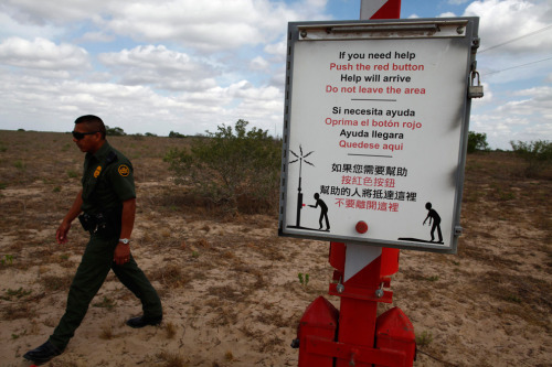 francamentemeneinfischio:  A U.S. Border Patrol agent walks past a rescue beacon near Falfurrias, Texas, March 29, 2013. (via Deadly crossing - The Big Picture - Boston.com)