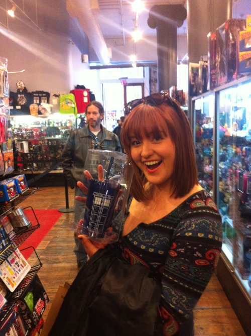 renewedasanotherseabird:  guys look i found it. the doctor who tumblr. #get it? #tumbler #cause that's what you call those things #doctor who #doctor who tumblr #not really but #look!   OMG! I want one!
