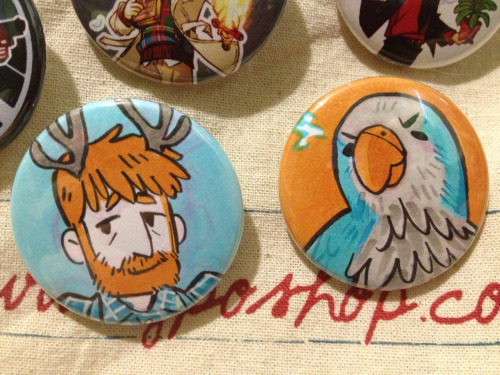 I bought some buttons off of Blue and just LOOK AT THESE TWO PERFECT BUTTONS I GOT ahhhhh ;; It was such a lovely surprise. THANK YOU SO MUCH!!! I love you!