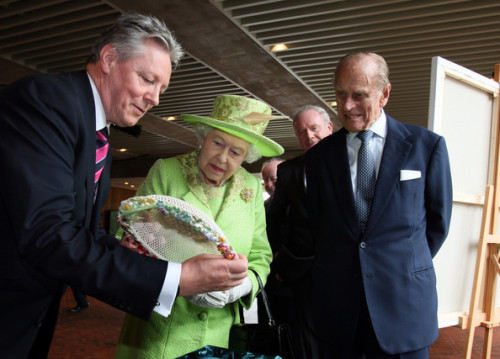 royaldayout:  Her Majesty couldn't be less impressed at yet another embroidered Tyrell rose