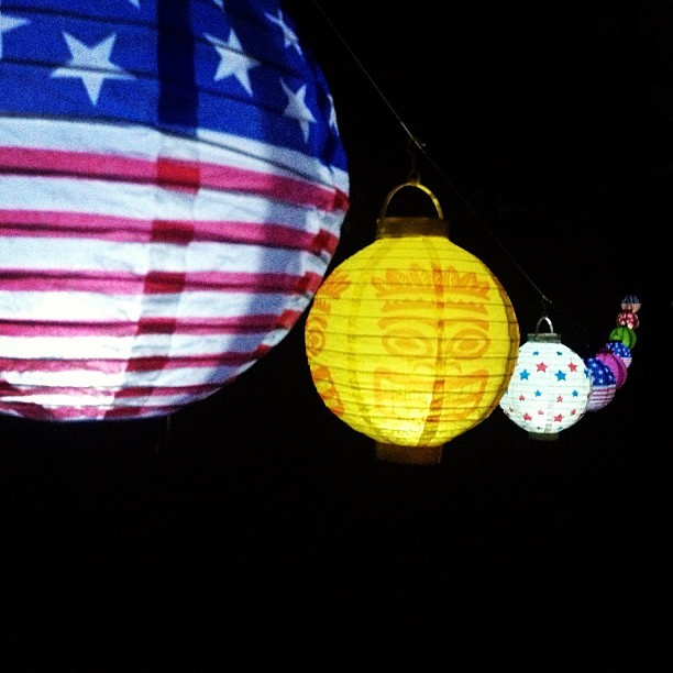 kayelohh:  Lanterns at the bonfire 🎐🎐🎐🎐🎐🎐🎐🎐☺