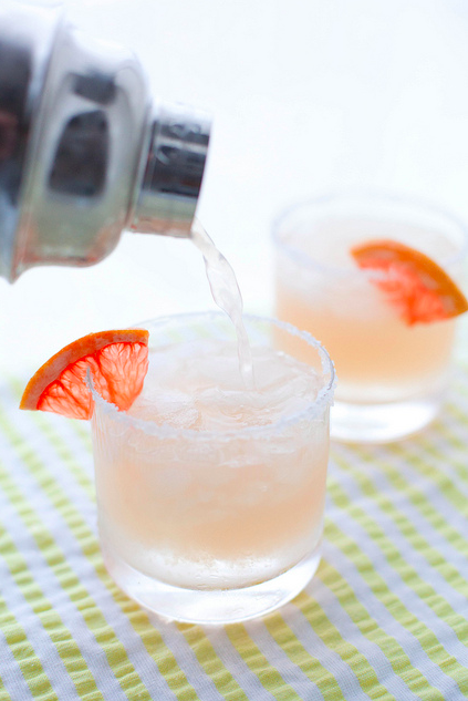 Saturday Inspiration: Paloma cocktail by Annie Eats {http://bit.ly/125eT1W}. Cheers!