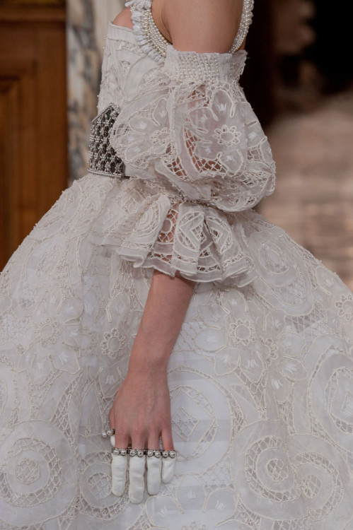 fashioninquality:  Alexander McQueen Fall Winter 2013 | PFW