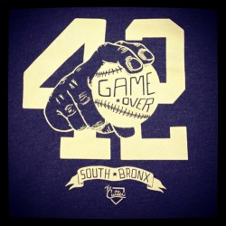 Discharge print onto 50/50 heather tees for #PursuitofNY #thecutter #baseball #tshirts #screenprinting #petesprintshop