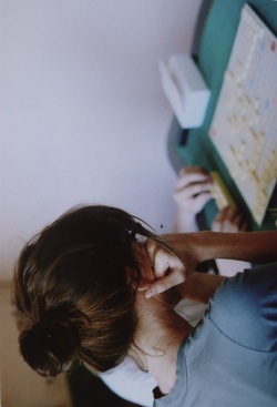 withherwindblownhair:  hellanne:  Scrabble /Dorothée (by rebecca.genet)  ✩